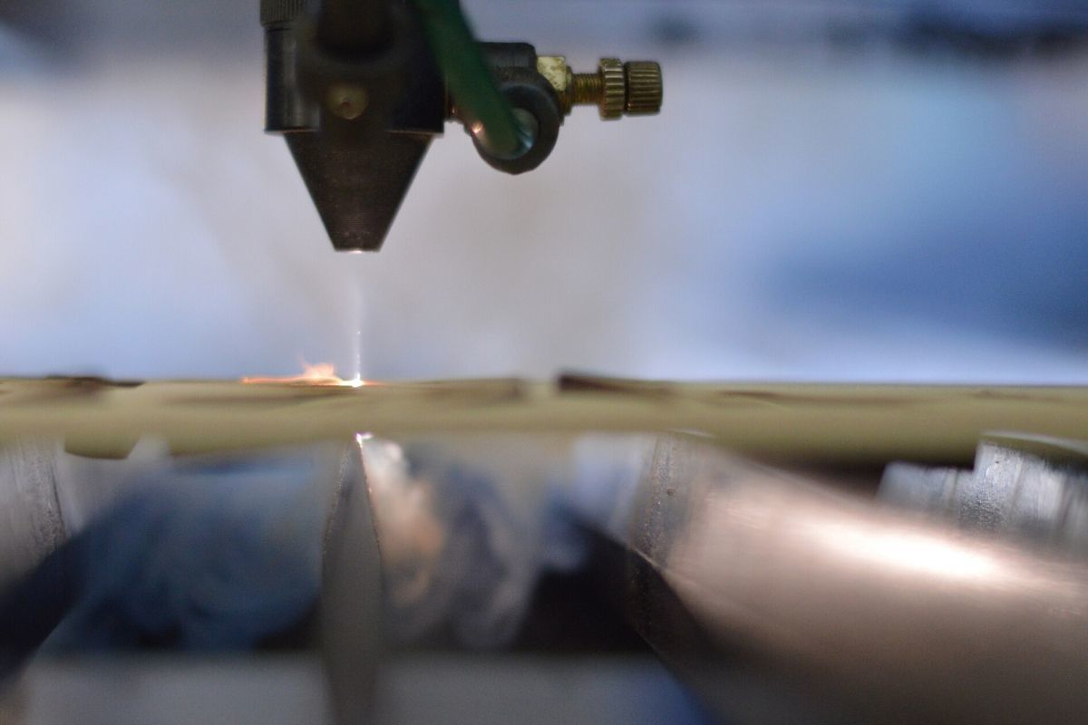 how does a laser cutter work