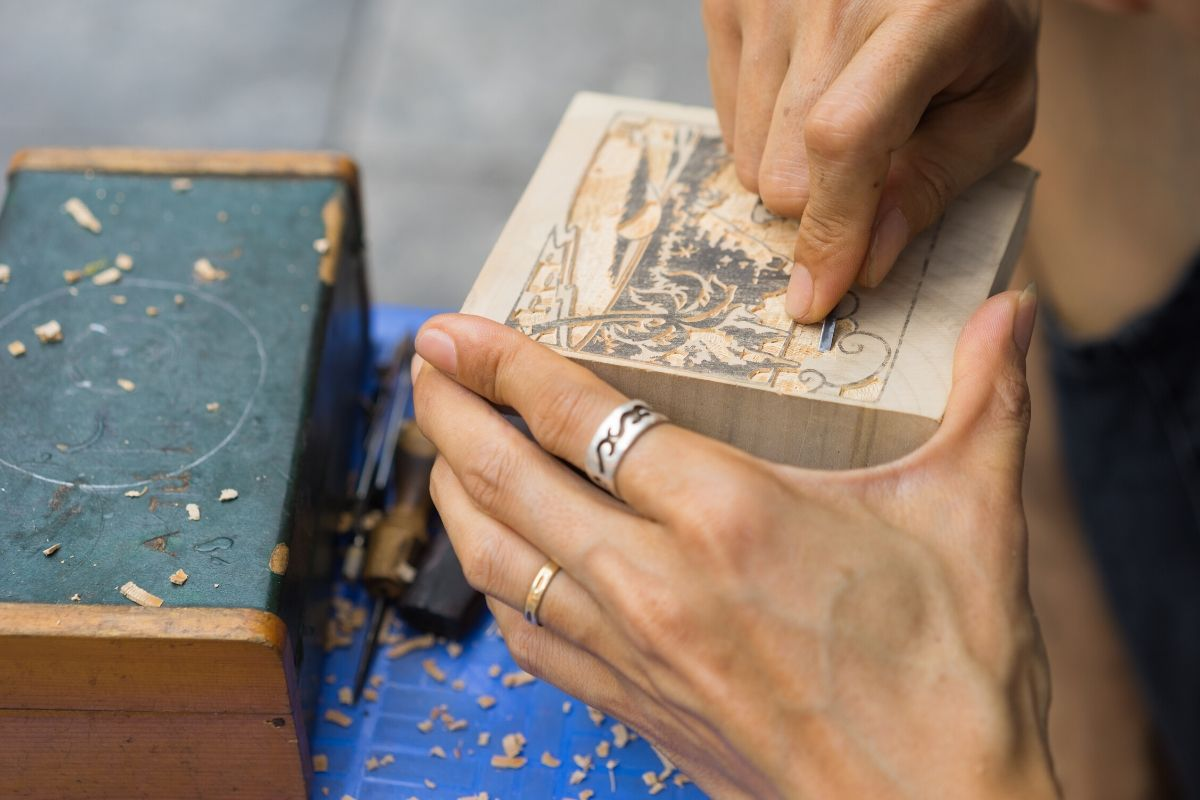 how to engrave a wooden box