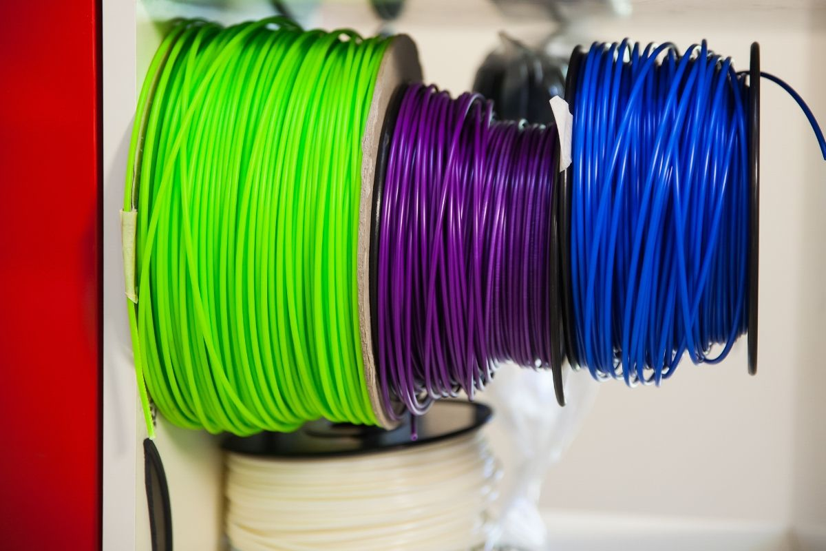 what material does a 3d printer print with