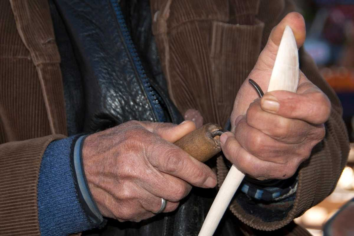 how to carve a wood spoon